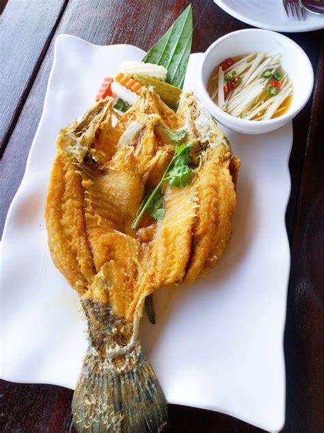 ปลากระพงทอดน้ำปลา ร้าน ระเบียงทะเล - Wongnai