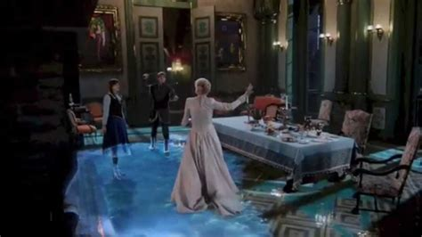 time   snow queen freezes arendelle