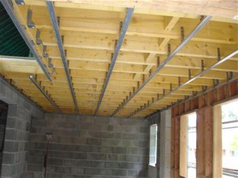 plafond en placo sur rail samedi 4 juin pose des suspentes et des rails 224 placo pour le plafond tout les 60cm de