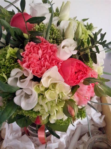 fleurs mariage couleur corail idees deco tables