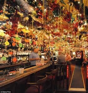landlord illuminates his pub with 15 000 christmas lights