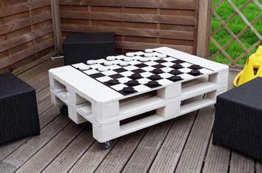 canapé géant aménager jardin avec des meubles en palettes bois