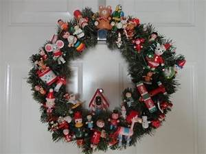 Simple Craft Christmas Wreath Using Vintage Ornaments