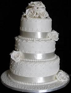Sugarcraft by Soni: Three Layer Wedding Cake - White Roses