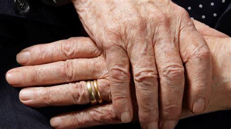 cops buy back elderly man s wedding ring after he pawned