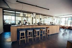 Rest Im Glas : innenansicht mahlefitz theke brew bar und r sterei im hintergrund stahl glas holz beton ~ Orissabook.com Haus und Dekorationen