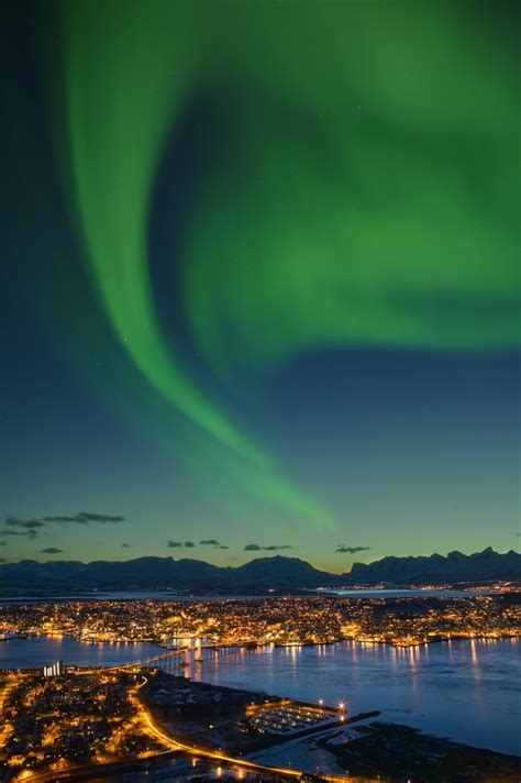 seeing the northern lights in the lofoten islands