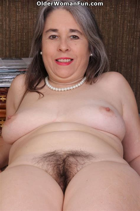 Year Old American Milf Kelli Strips Off And Shows Hairy