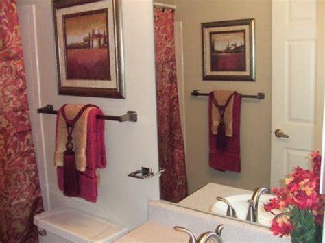 Towel Decoration For Bathroom - best 25 burgundy bathroom ideas on burgundy