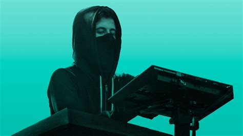 Alan Walker Teams Up With Noah Cyrus & Digital Farm