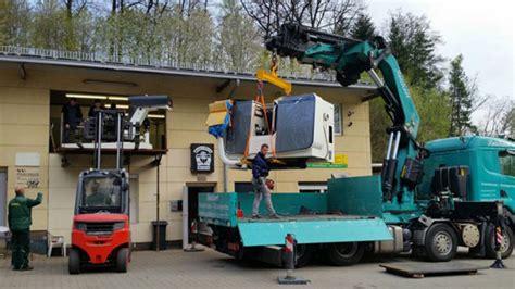 lkw mit kran mieten lkw mit ladekran mieten f 252 r montagearbeiten und transport