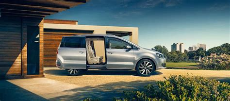 Mpv & People Carrier Hire In Gatwick, Crawley, West Sussex