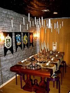 Harry Potter Decoration : harry potter hogwarts party theme love pinterest ~ Dode.kayakingforconservation.com Idées de Décoration