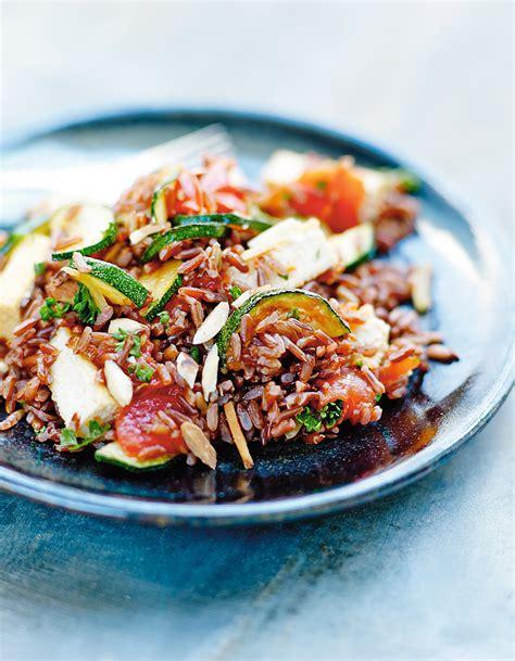 cuisine avec du riz riz sauté au tofu et légumes pour 4 personnes