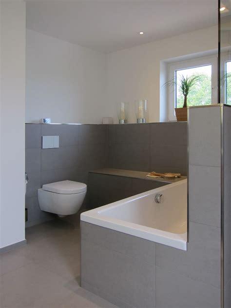Moderne Fliesen Im Badezimmer by Das Wc Im Familienbad Einrichten Und Wohnen In 2019