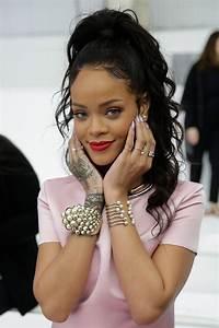 Rihanna lance sa ligne de maquillage
