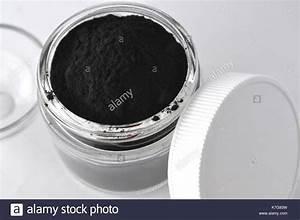 Aktivkohle Pulver Kaufen : aktivkohle schwarzes pulver in einem glas medizin lebensmittel und kosmetik f r spa detox ~ Heinz-duthel.com Haus und Dekorationen
