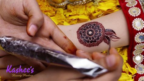 Kashee's mehndi experts know how to add complexity and exotic beauty to every single design they apply. KASHEE`S SIGNATURE MEHNDI - YouTube