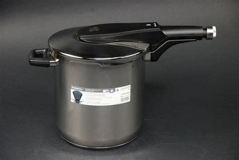 wmf schnellkochtopf wmf schnellkochtopf pro 8 5 liter kochtopf 22 cm neu ovp 07 9624 6040 ebay