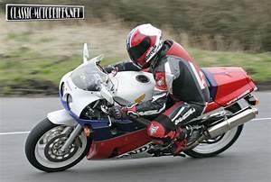 Honda Rc 30 : honda rc30 road test classic motorbikes ~ Melissatoandfro.com Idées de Décoration