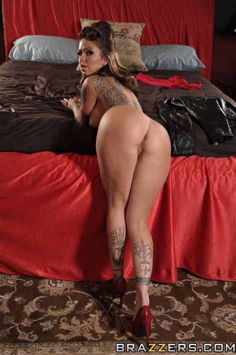 Tattooed Milf Jula Bond Plowed Hard Photos Julia Bond
