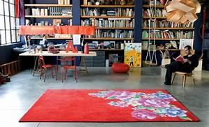16 tapis contemporains pour un interieur moderne With tapis champ de fleurs avec paola navone canape