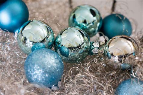Weihnachtskugeln Blau  Christbaumkugeln In Blautönen
