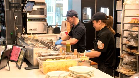 RI restaurants continue to struggle finding workers   ABC6