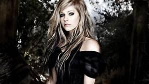 Galería | Avril Lavigne Little Black Star