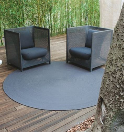 outdoor carpet in bold design enlivens dull concrete patio