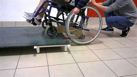 fauteuil roulant monte trottoir
