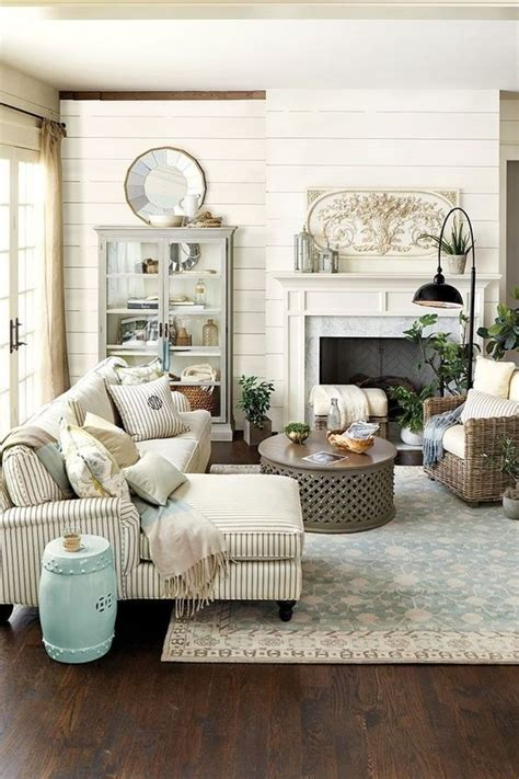 how to determine colors for a small living room wall