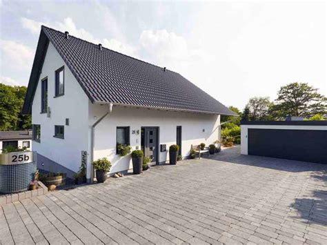 Häuser Mit Satteldach Und Garage by Einfamilienhaus Babelsberg Gussek Haus Musterhaus Net