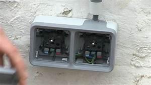 installation d39une prise double etanche de legrand plexo With installer prise electrique exterieure