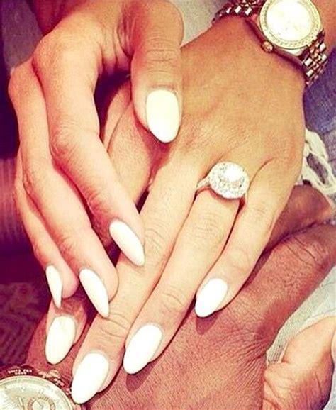 ongles blancs en amande nail ongles
