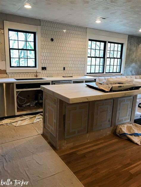 white picket tile backsplash   backsplash kitchen