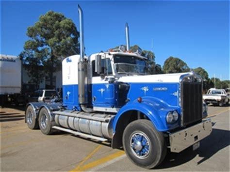 kenworth w900 australia 1984 10 kenworth w900 prime mover 6x4 auction 0002