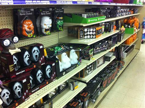 peek  big lots halloween offerings creepy la