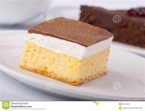 dessert de g 226 teau de cr 232 me de vanille et de cr 232 me anglaise photo stock image 39405224