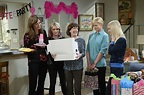 CBS's Mom has an ingenious solution to TV sitcoms' biggest ...