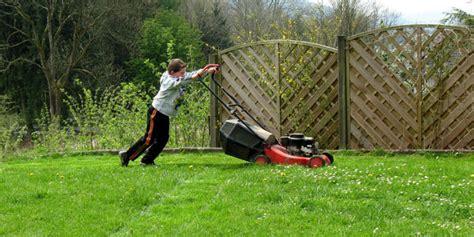 Wie Pflege Ich Meinen Rasen by Wie Pflege Und M 228 He Ich Meinen Rasen Richtig S 246 Llner