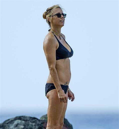 téa leoni bikini tea leoni in bikini at a beach in barbados 2018 12 31