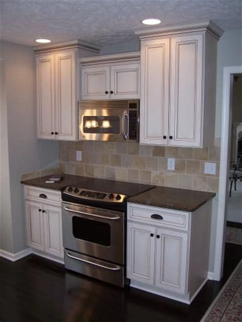 white kitchen cabinets with chocolate glaze 17 best images about kitchen cabinets on 2070