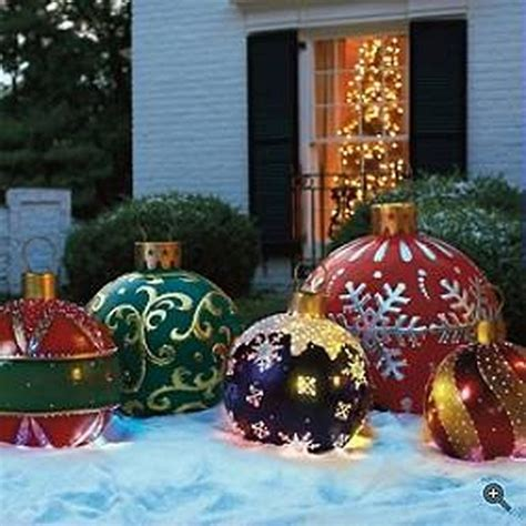 25+ Unique Large Outdoor Christmas Decorations Ideas On