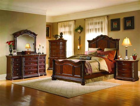 Cherry Finish Mediterranean Classic 5pc Bedroom Set W