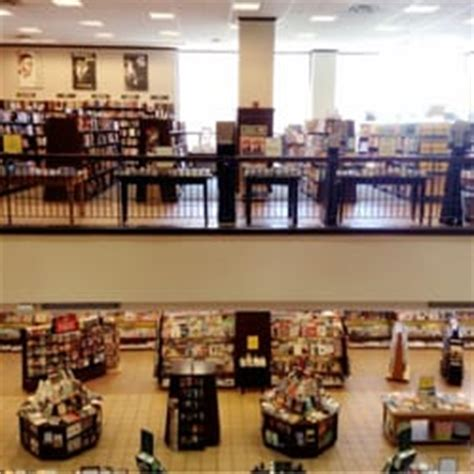 barnes and noble mayfair barnes noble booksellers 12 photos 17 reviews