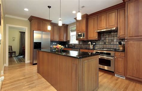 paint colors for kitchens with brown cabinets saginaw chestnut kitchen cabinets 9683