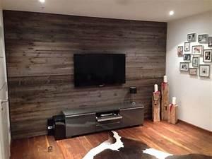 Tv Wandpaneel Holz : altholz medienwand aus sonnenverbrannten brettern ~ Markanthonyermac.com Haus und Dekorationen