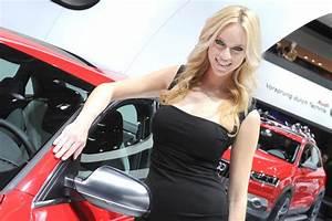 Detroit Auto Show Girls - AutoTribute