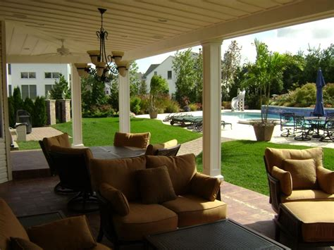 Outdoor Living Space For Shade And Entertaining